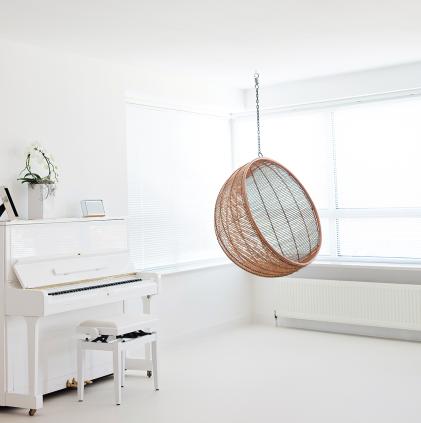 De wachtruimte van de privékliniek van dokter Thanya Tha-In in Rotterdam